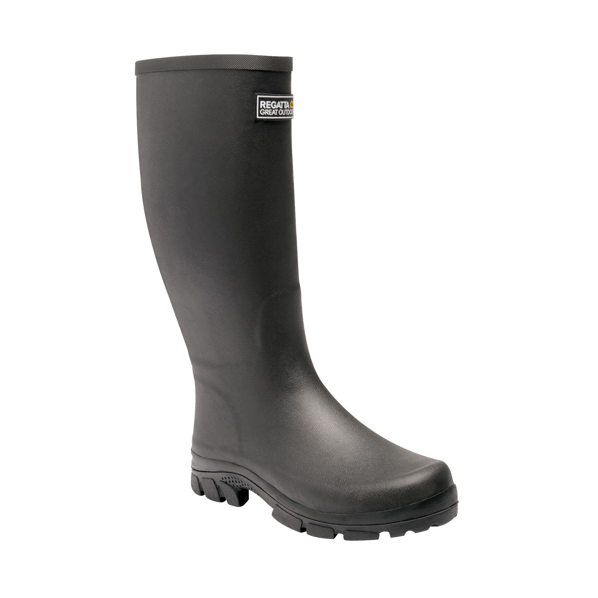 Men's black wellington boots.
